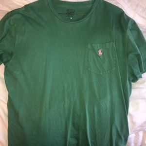 Short sleeve green polo with a frocket.